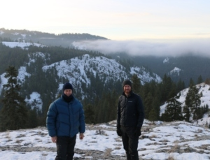 Chris Dickman (left - aka michelin man) and Tom Newsome (right) with views of the field site